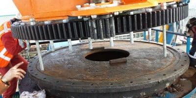 Mechanical overhaul of portal crane on De Zeeland II belonging to company Van Oord
