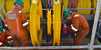 Changing of sheaves on the Thialf belonging to HMC